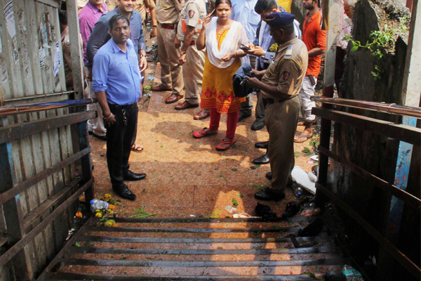 Elphinstone stampede: Sena men beat up doctor for marking bodies of victims