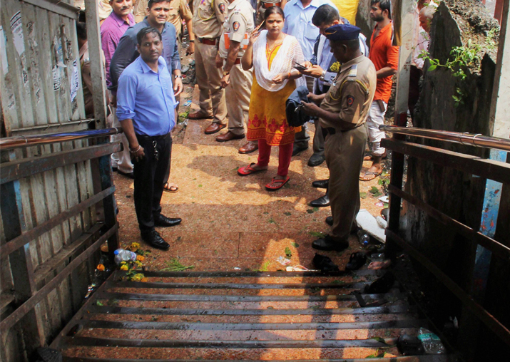 Top leaders visit Elphinstone stampede site, assure footover bridge by Jan 31