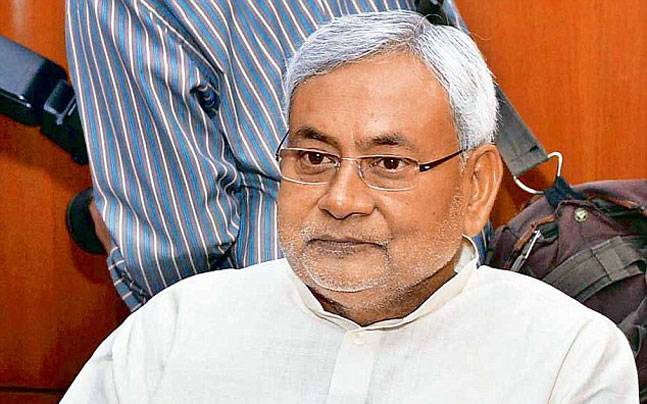 Nitish Kumar speaks with student's family, Haryana CM