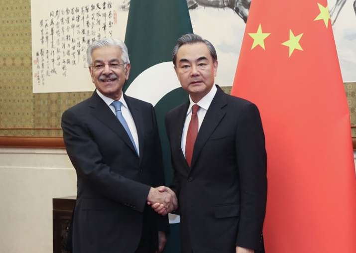 Chinese Foreign Minister Wang Yi meets his Pak counterpart