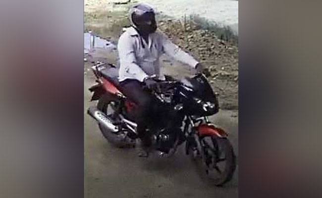 SIT releases enlarged picture of bike-borne suspect