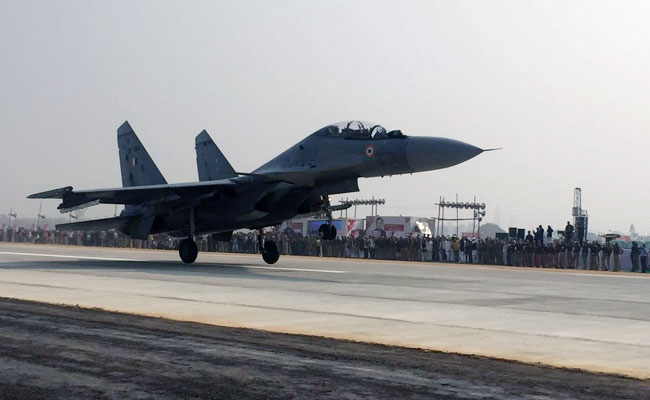 IAF fighter aircrafts land on Lucknow-Agra expressway today