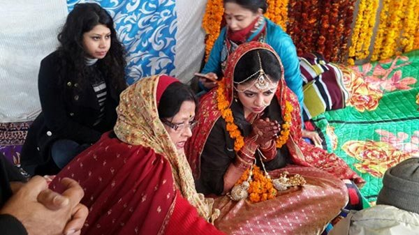 India Tv - She tied the knot with her beau Ronnit Biswas, in a perfect nature-inspired wedding in the lap of Kedarnath.