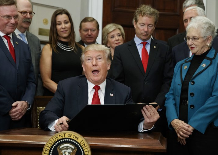 Donald Trump signs health care order