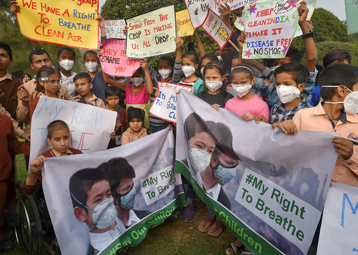 India Tv - Children wearing air pollution masks attend a demonstration to spread awareness on the problem of air pollution