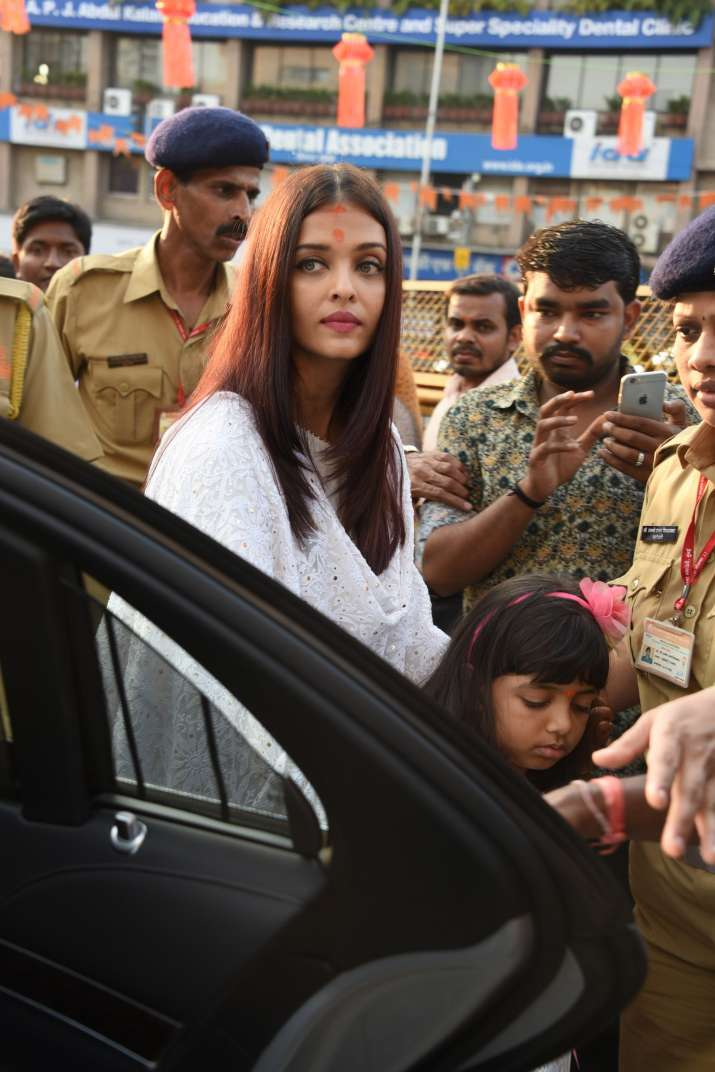 India Tv - aishwarya rai temple visit