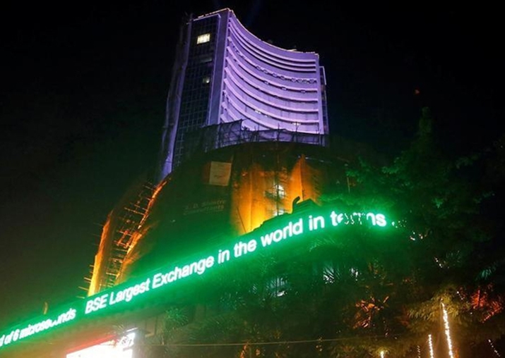 Sensex falls 92 points to close below 33,000 on inflation