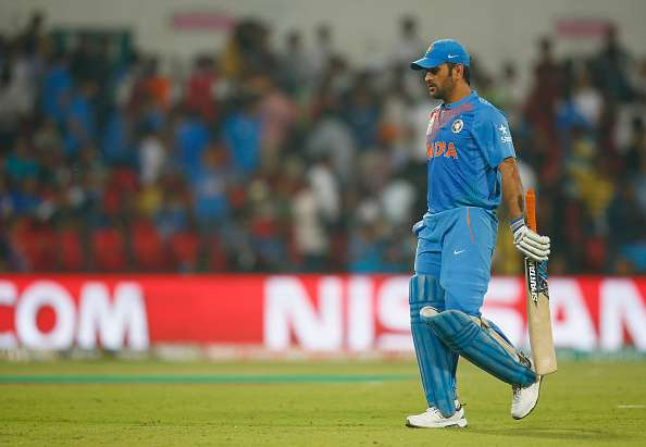 Skipper Kohli backs Dhoni after criticism wave