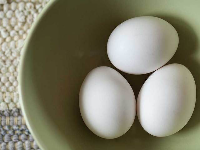 Egg prices jump 40% to Rs 7.5 per piece on tight supply