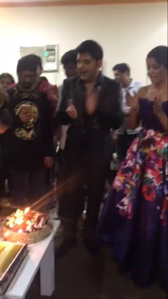 India Tv - Kapil Sharma singing the birthday song for girlfriend Ginni Chatrarth