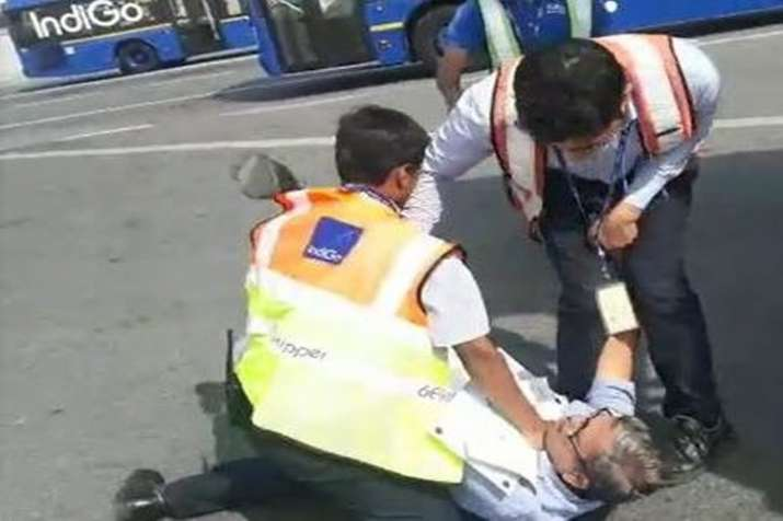 IndiGo staff fights with passenger at Delhi's Indira Gandhi International Airport""