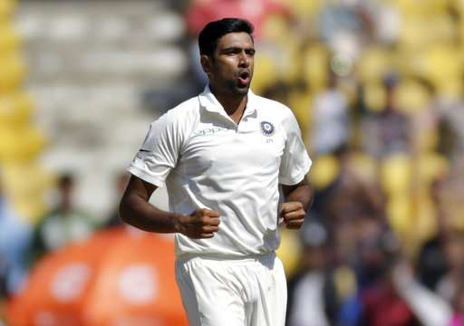 Sri Lanka 145-8 at lunch, trail India by 260