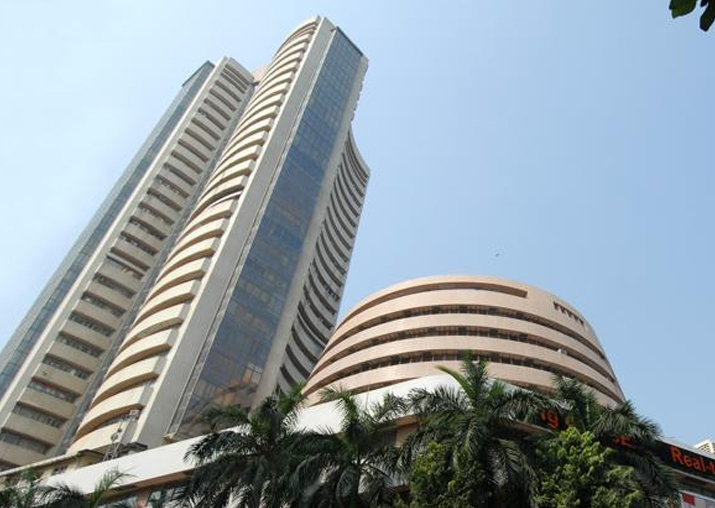 Sensex tanks marginally to close at 33,527, Nifty ends