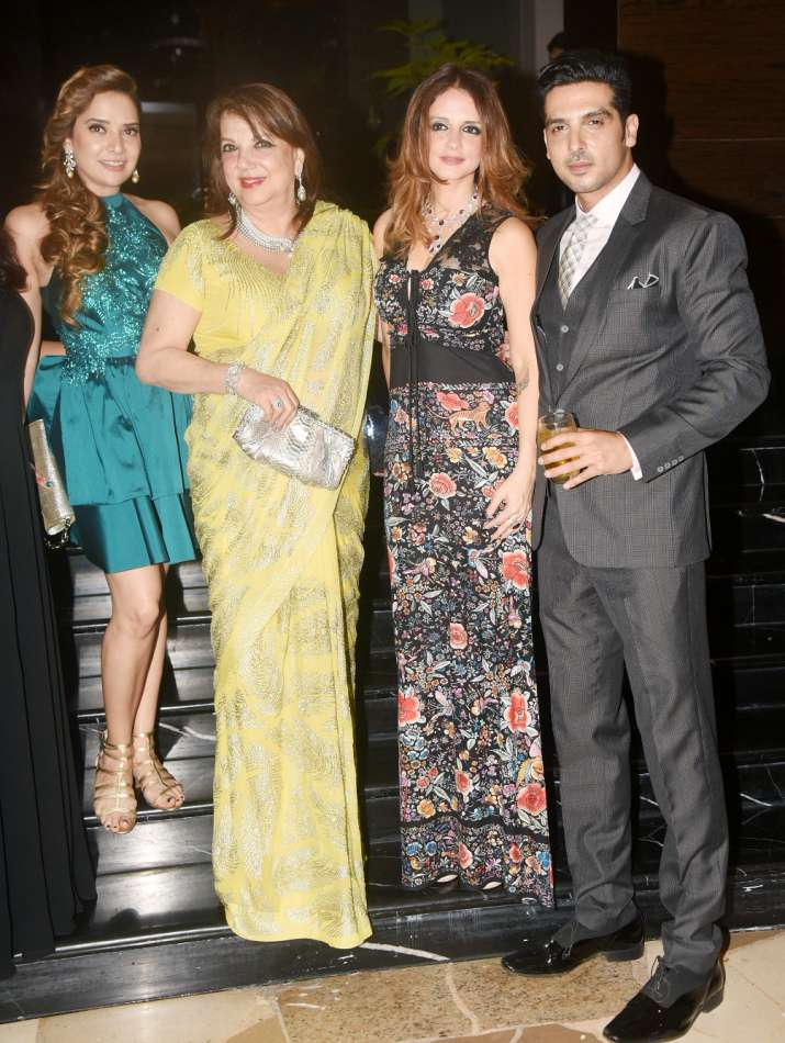 India Tv - Sussanne Khan with her family