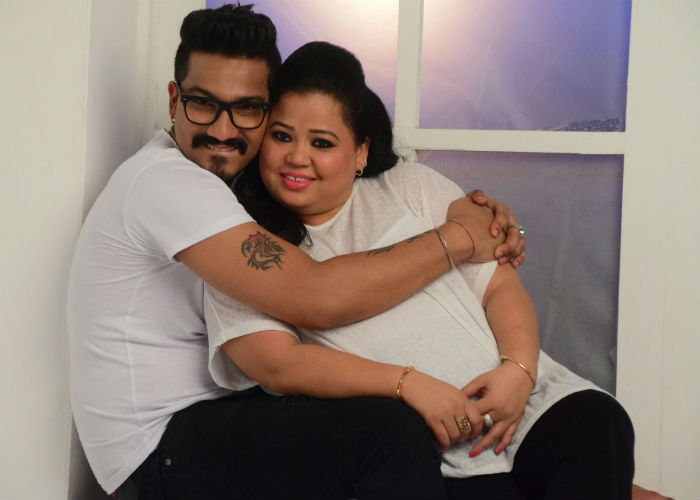 Bharti Singh and Haarsh Limbachiyaa celebrate and dance at Mata Ki Chowki