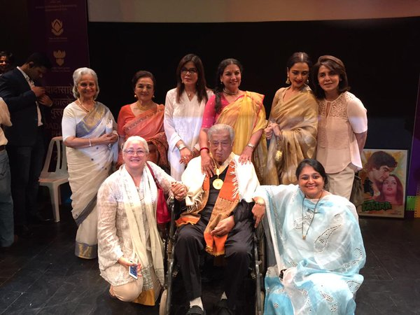 Shashi Kapoor with his actresses