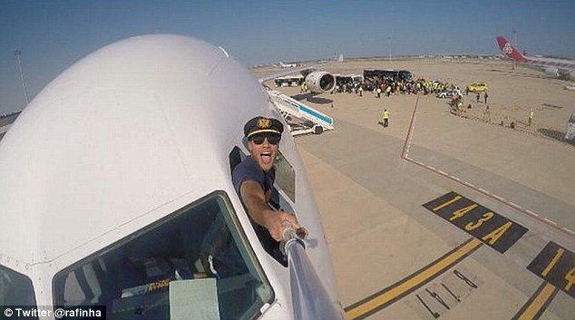 Pilot taking selfie before the flight takes off. - India Tv