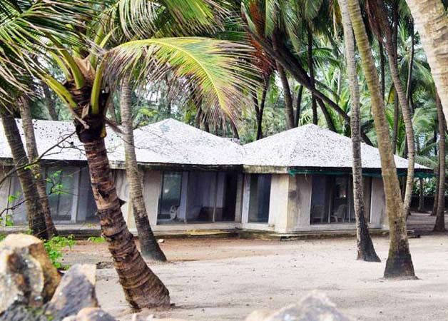 See pics the place where salman khan is building his new mansion for Bungalows in gorai with swimming pool