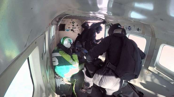 Luke Aikins makes history by jumping from 25,000 feet without chute