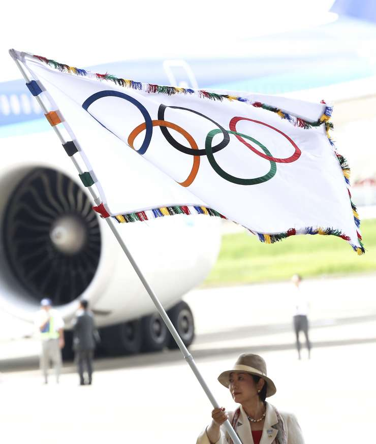 Olympic flag arrives in Tokyo, governor calls for unity