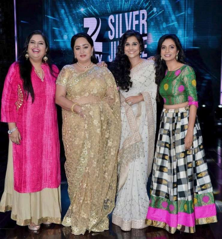 India Tv - Vidya Balan posed with her on screen mother and sisters