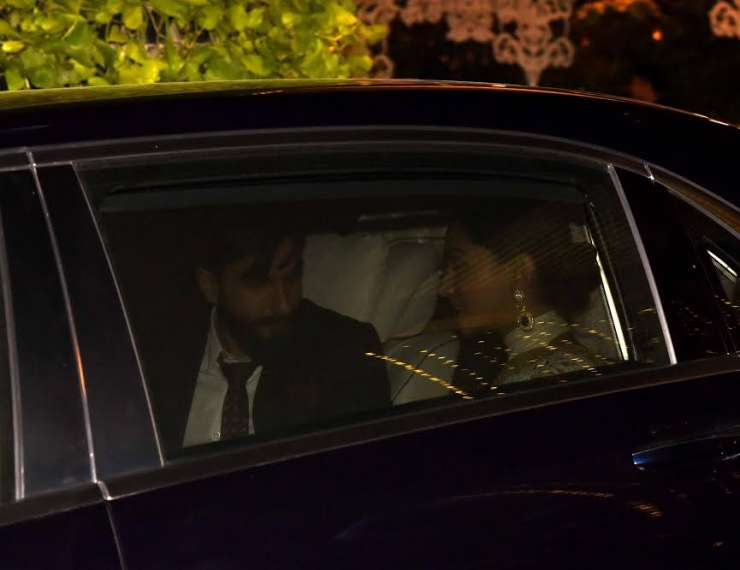 India Tv - Ranveer and Deepika in car