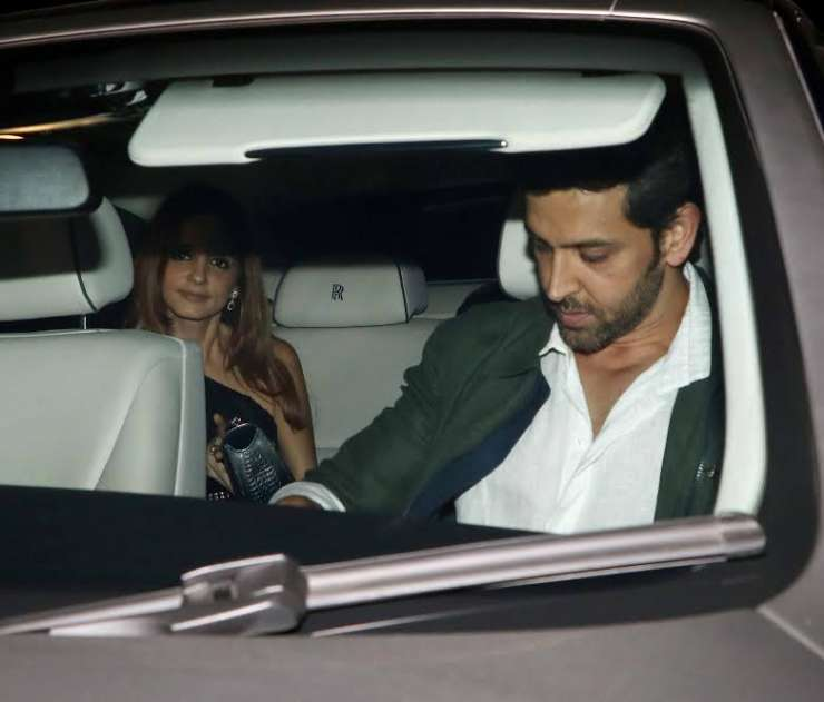 Hrithik Roshan meets former wife Sussanne Khan over dinner!