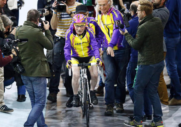 This 105-year-old Man Sets World Record for Cycling 22.5 Km in an hour