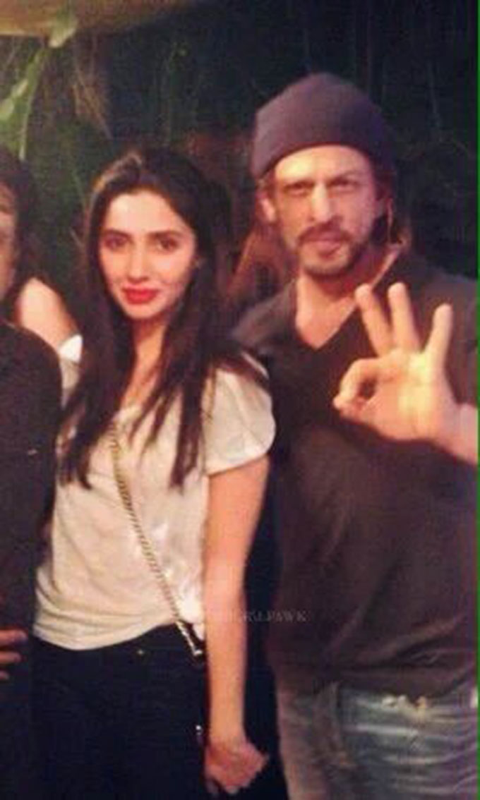 India TV - Mahira Khan's fan-girl moment with SRK is really sweet