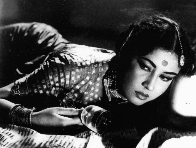 India Tv - Remembering Meena Kumari on her death anniversary