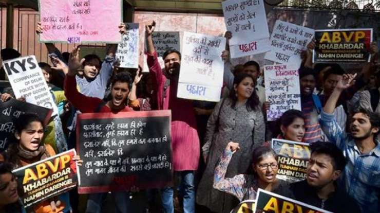 India TV - students protest against ABVP in DU