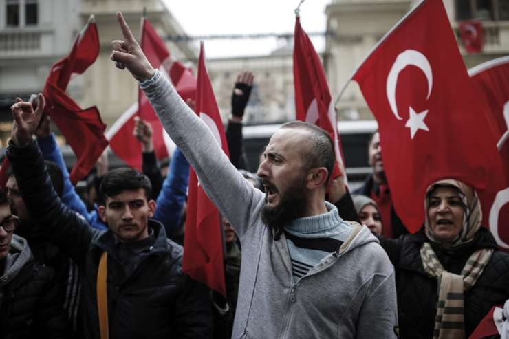 A group of Turks protest outside the Dutch consulate in Istanbul