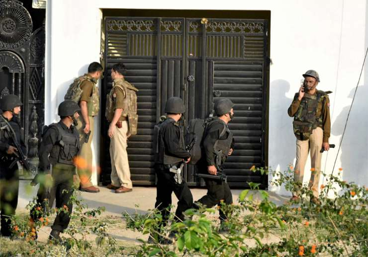 India TV - UP ATS during their operation against a suspected terrorist in Lucknow