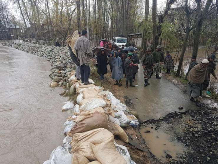 India Tv - Army responds to distress call as water level increases in in Kashmir