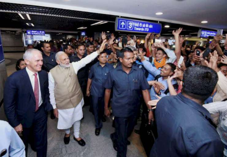India Tv - Modi waves at commuters at Mandi House metro station