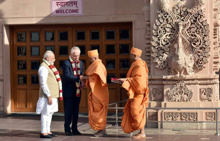 India Tv - Modi and Turnbull being given traditional welcome on visit to Akshardham Temple