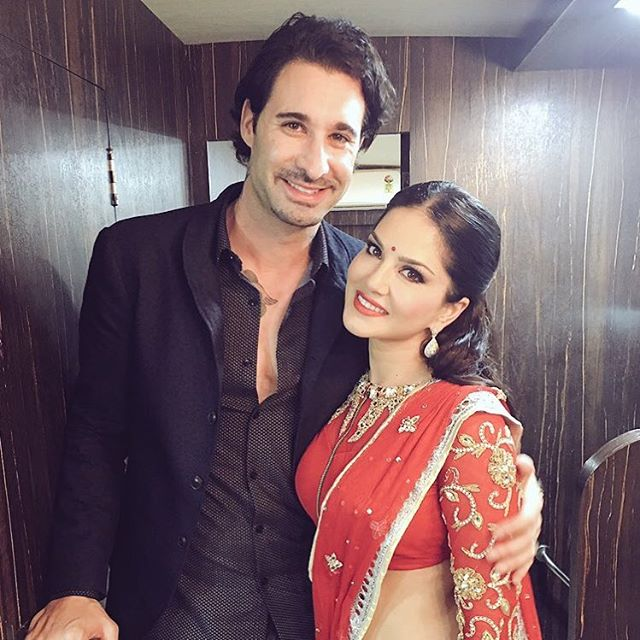 India TV - sunny leone in traditional dresses
