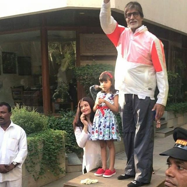 India Tv - Amitabh Bachchan with Aaradhya and Aishwarya