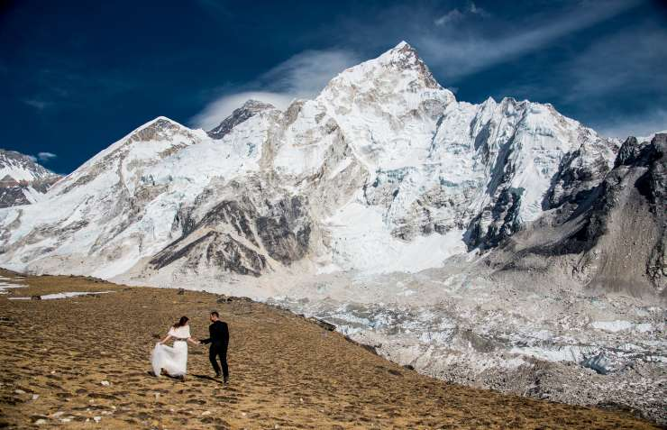 India TV - couple gets married at the top of Mt. Everest