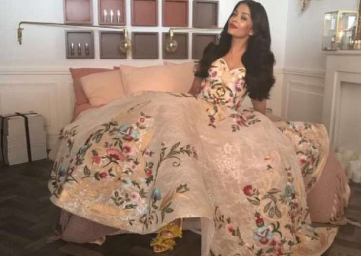 India Tv - Aishwarya Rai peachy dress