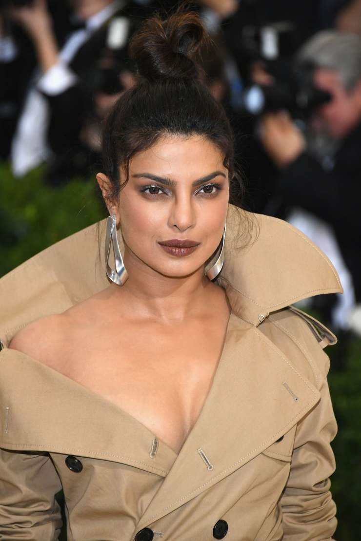 India Tv - 5 times Priyanka Chopra stole our hearts with her lipstick shades