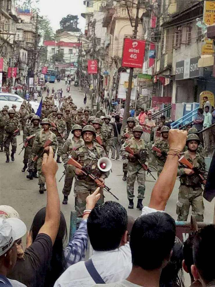 India TV - CRPF troops patrol the streets in Darjeeling