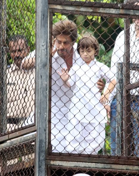 India Tv - SRK with son AbRam