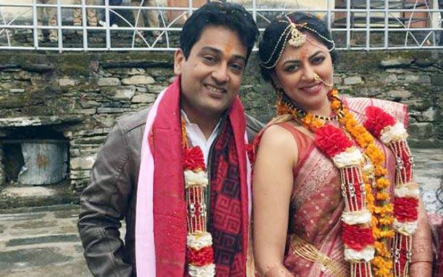 The couple chose a simple Shiv-Parvati Temple in Uttarakhand as their wedding venue.
