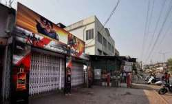Liquor shop looted in Delhi amid lockdown
