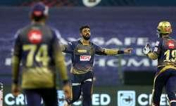 Live Score Kolkata Knight Riders vs SunRisers Hyderabad, IPL 2020: Varun removes Warner to break cru