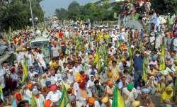 Traffic flow disrupted as farmers reach Delhi's Chilla border
