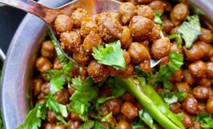 Easy recipe of sukhe kaale chane for Ashtami