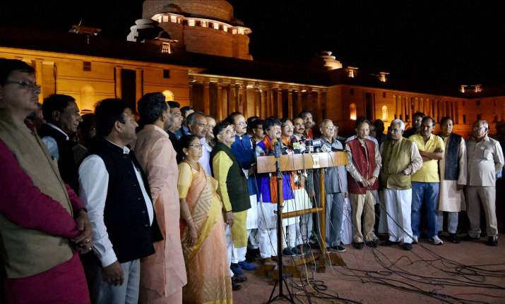 BJP delegation outside Rashtrapati Bhavan on Monday