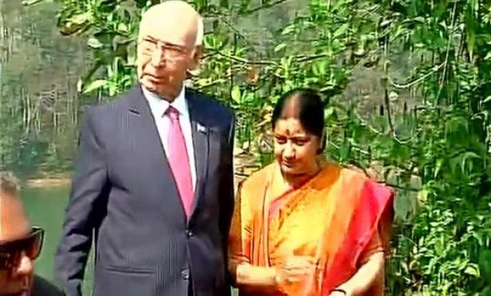 Sartaz Aziz Sushma Swaraj